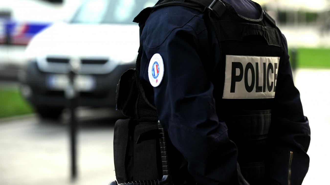 La voiture d'une jeune couple de Lyonnais a été incendiée dans la soirée du mercredi 22 juillet, près de la route du Semnoz.
