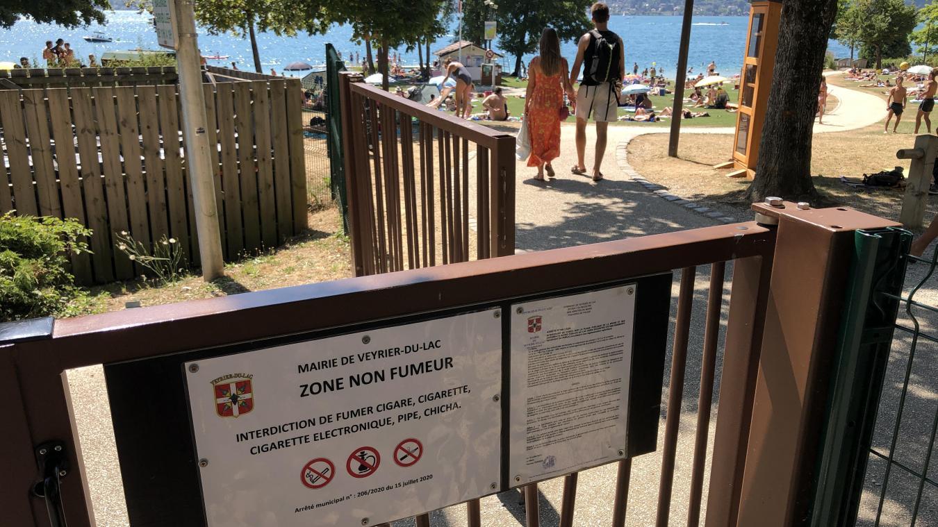La cigarette est interdite sur la plage de la Brune, mais encore autorisée cet été pour les clients sur les terrasses des établissements.