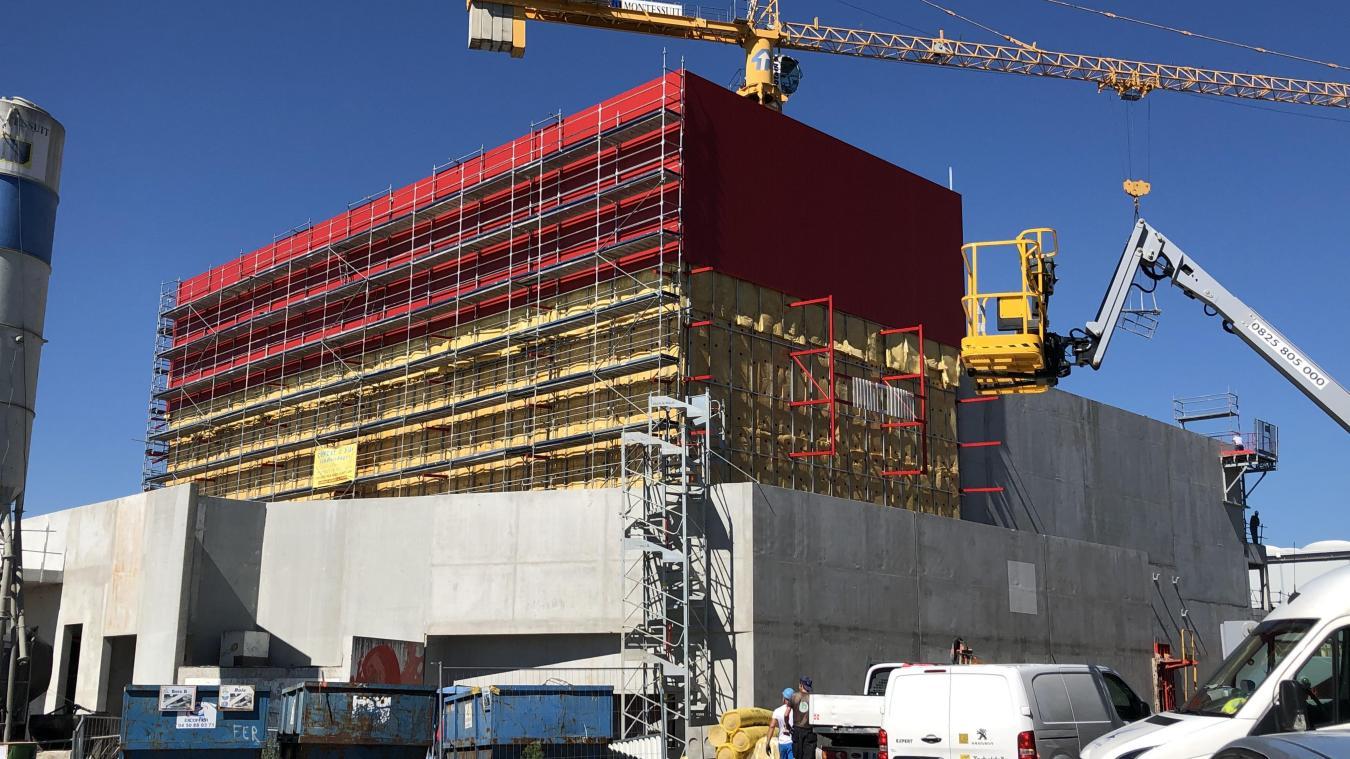 La façade de Château Rouge sera à dominante rouge... Étonnant, non  ?