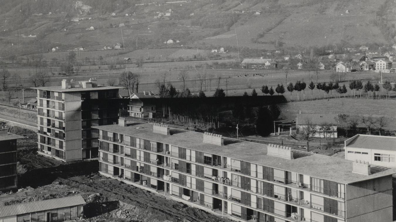 Les premiers logements des Ewües ont été contruits entre 1962 et 1966. Crédit photo  : Archives municipales de Cluses.