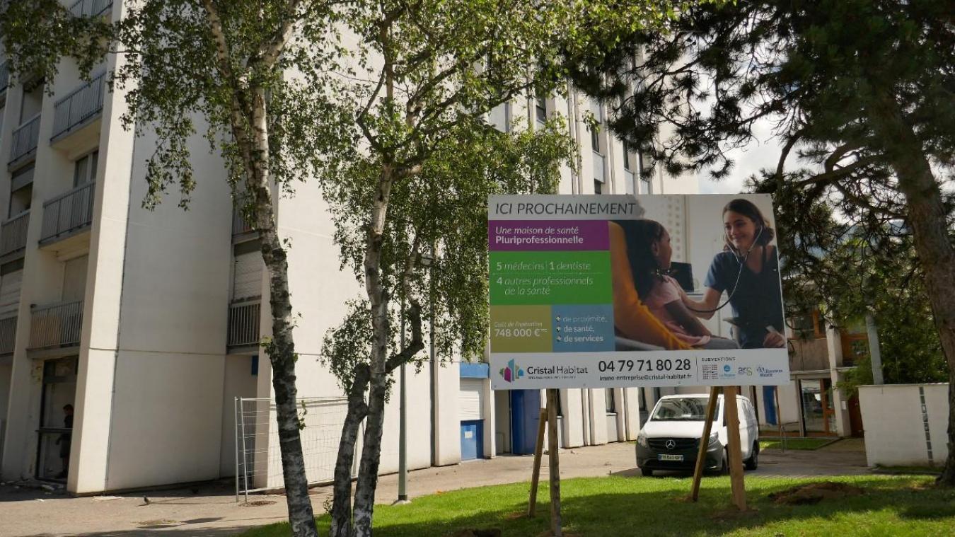 Le bâtiment de l'ancienne CPAM, situé rue du Mâconnais dans les Hauts-de-Chambéry, accueillera désormais la maison de santé au rez-de-chaussée.