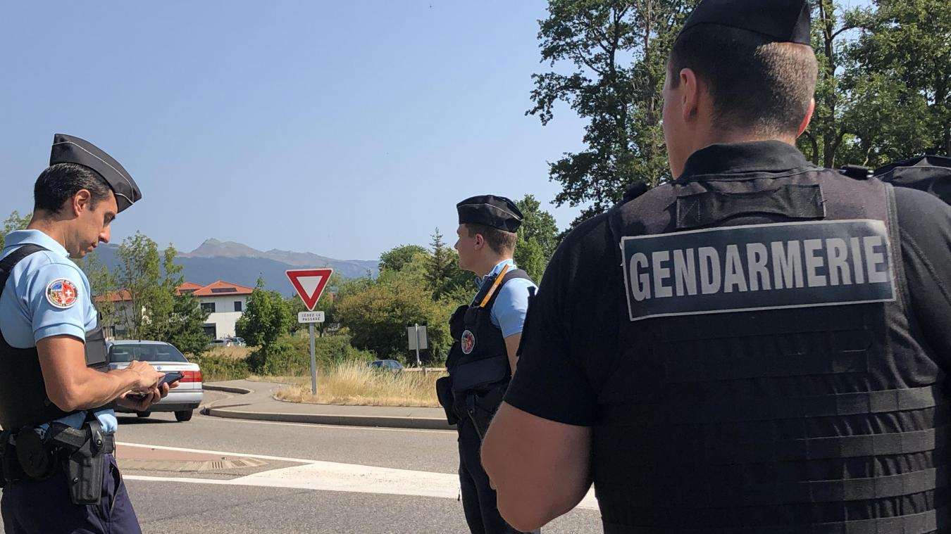 Les gendarmes en place lors du contrôle à Collonges. Des opérations qui vont se poursuivre au mois d'août pour prévenir un maximum les risques.