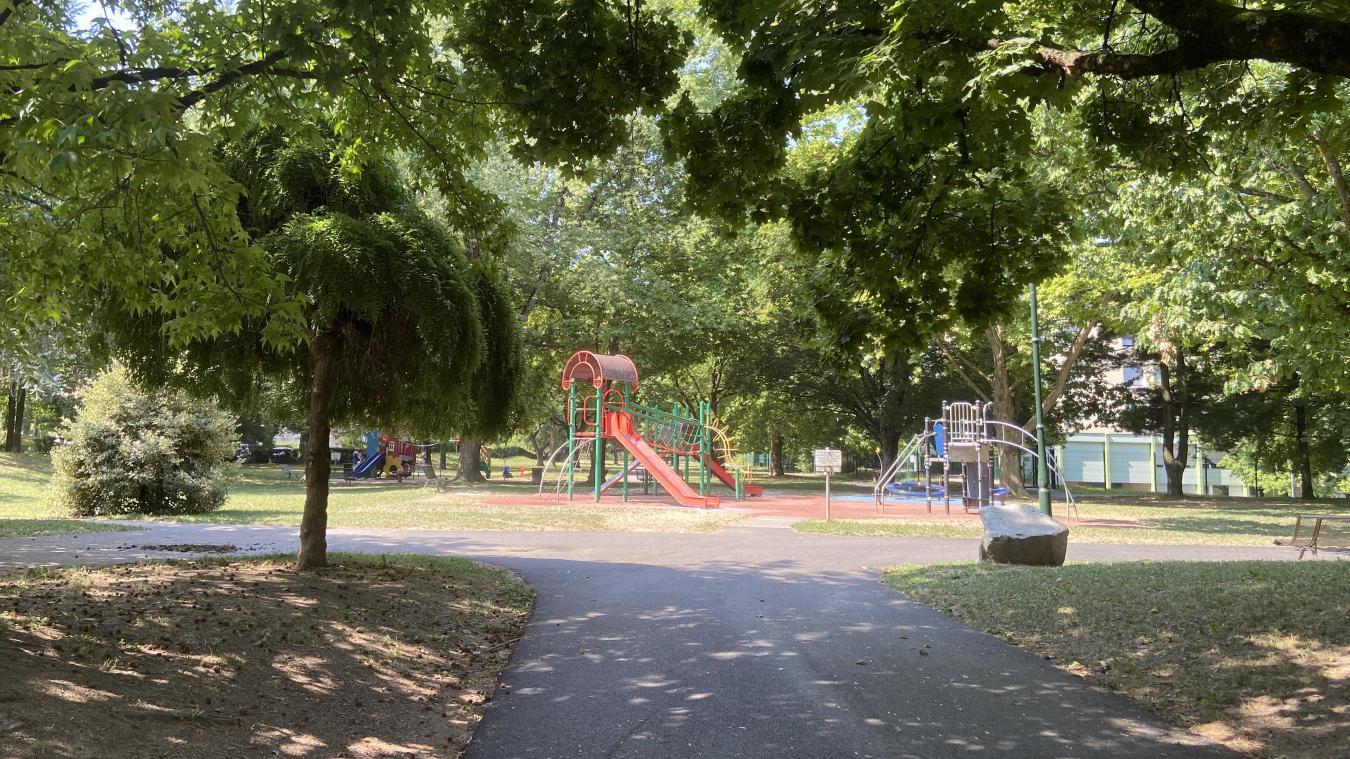 Le maire souhaite améliorer la visbilité du parc en retravaillant notamment son accès principal.