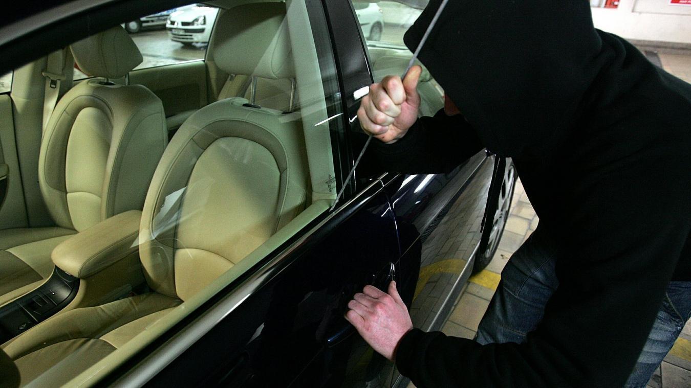 L'individu cambriolait la voiture lorsque des témoins l'ont surpris. Photo : La Voix du Nord / Pierre Le Masson