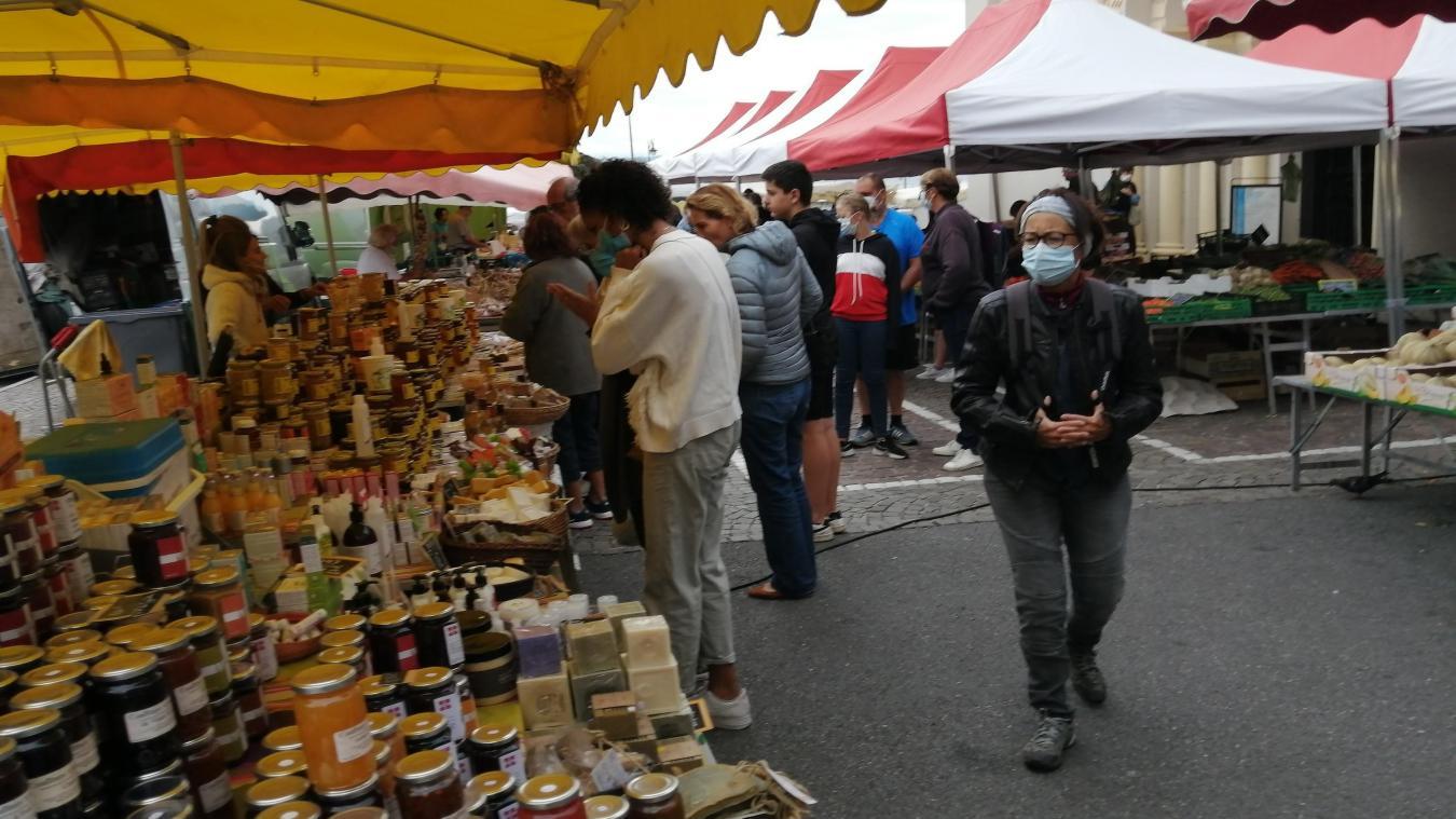 Depuis le 31 juillet, soit quatre jours avant la décision du préfet de rendre le port du masque obligatoire sur tous les marchés de Haute-Savoie, un arrêté municipal imposait cette mesure à Evian.
