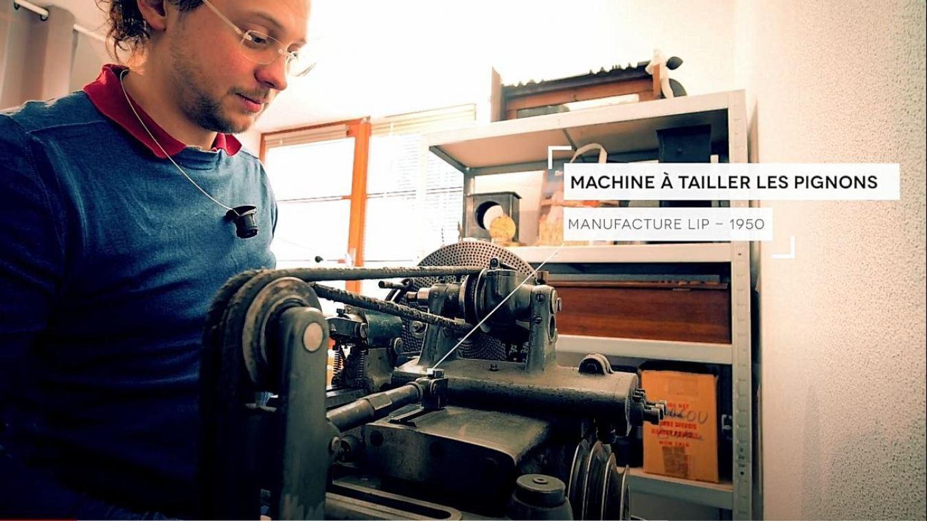 David Dondé et sa précieuse machine à tailler les pignons.