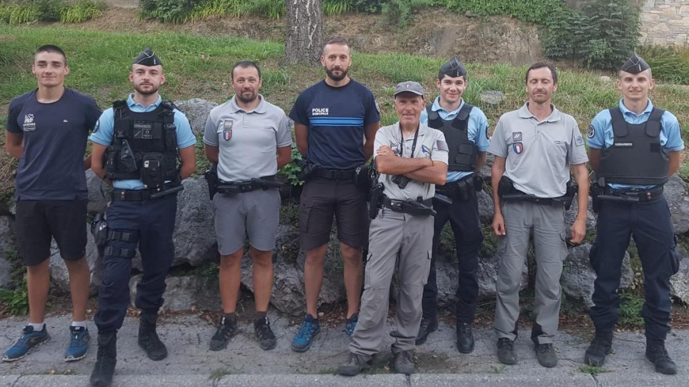 Ll'Office français de la biodiversité, la police municipale d'Arâches-la-Frasse et la brigade de gendarmerie de Scionzier lors d'une opération conjointe de prévention et de protection de l'environnement.