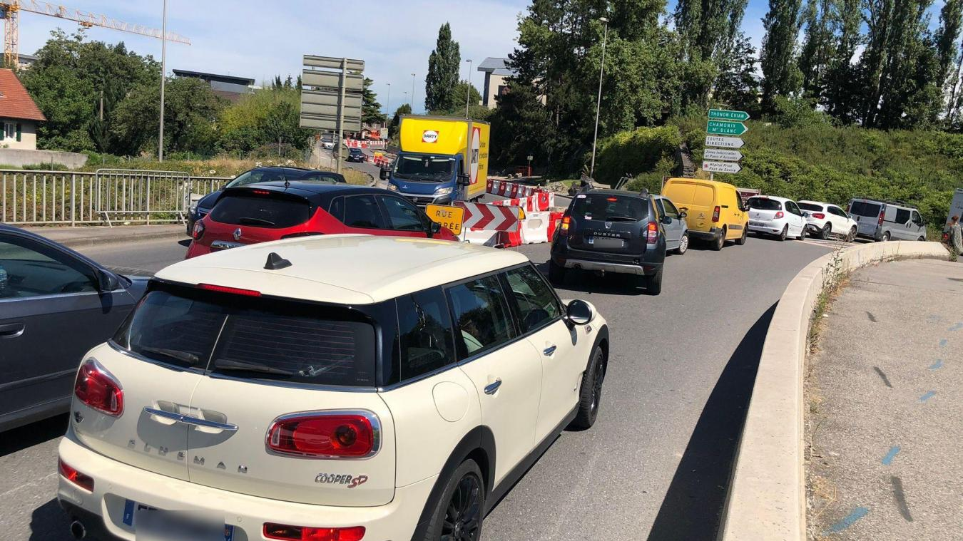 A partir du 6 juillet, la route d'Etrembières a été fermée à la circulation à Annemasse, dans le sens montant, occasionnant forcémernt des bouchons.