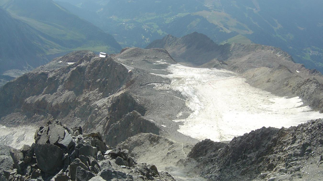 En raison des fortes chaleurs qui entraînent des chutes de pierres, l'ascension du mont Blanc par le couloir du Goûter est fortement déconseillé.