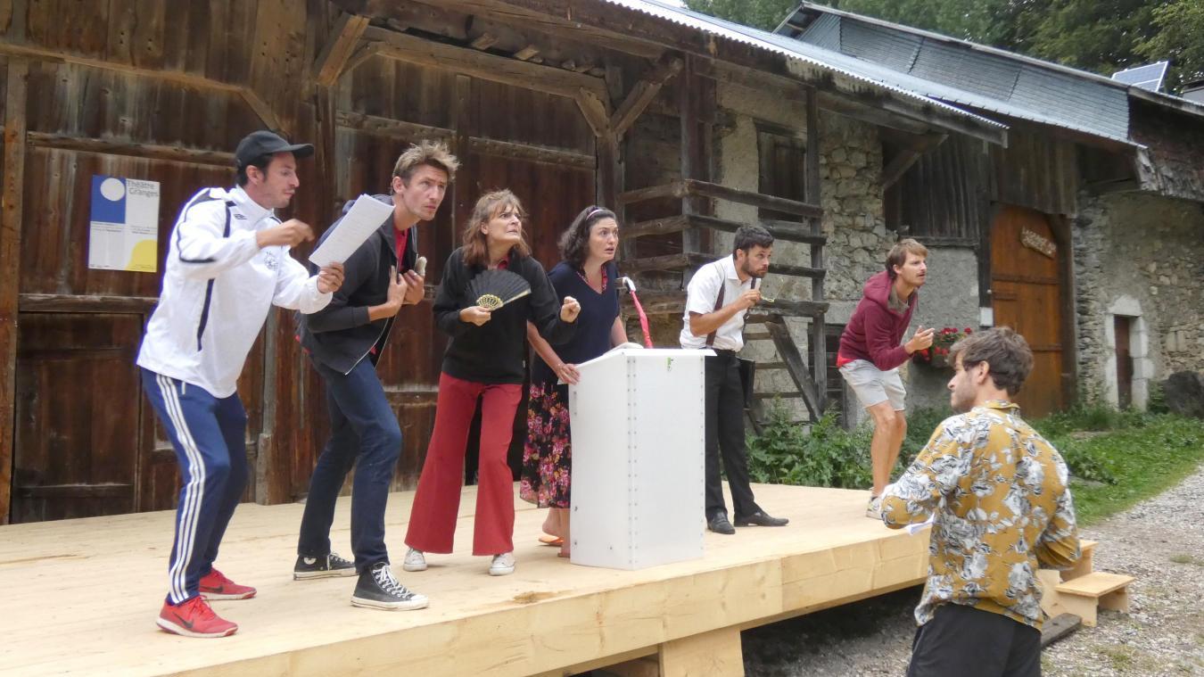 La troupe KAPAKAPARY en pleine répétition de la pièce Que d'émotions!