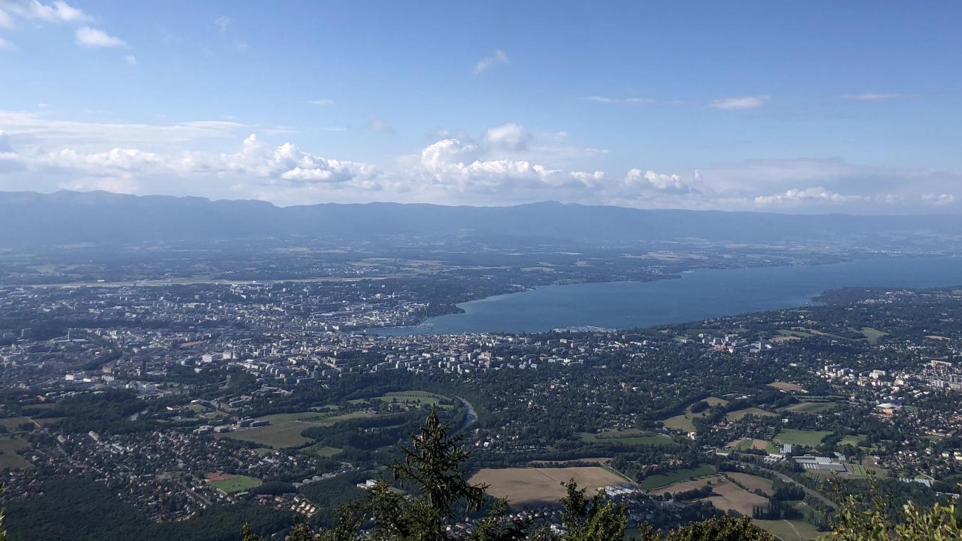 Genève est le canton qui compte le plus grand nombre de chômeurs par rapport aux autres cantons avec une hausse du taux de chômage en juillet.
