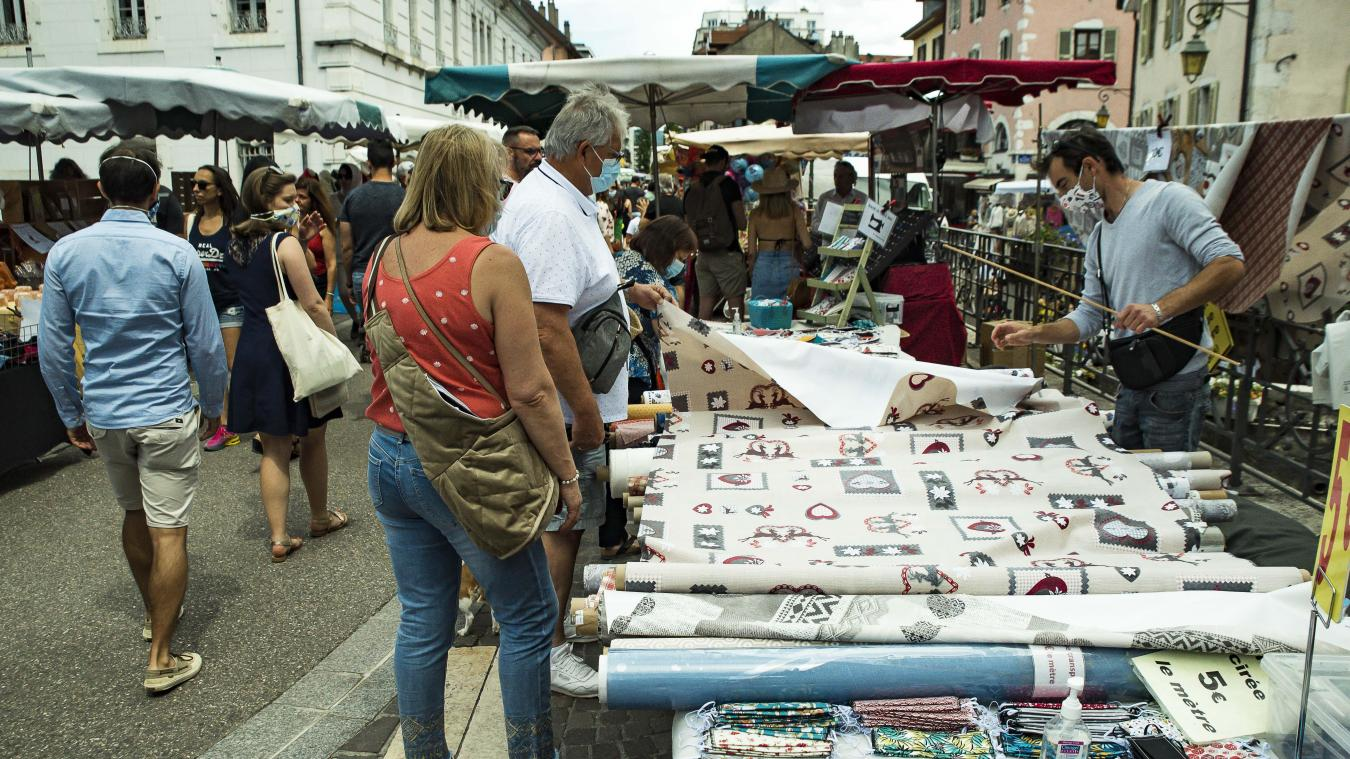 Comme à Annecy et Albertville, le port du masque est obligatoire dans les marchés de plein air de Chambéry et Aix-les-Bains à compter du 15 août jusqu'au 30 septembre inclus.