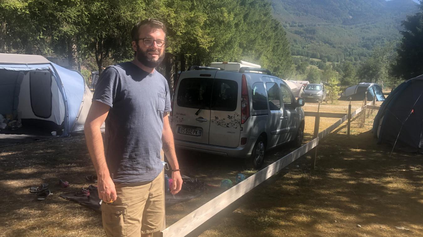 Cette année, le camping de Chézery ne désemplit pas. Samuel n'en revient pas.