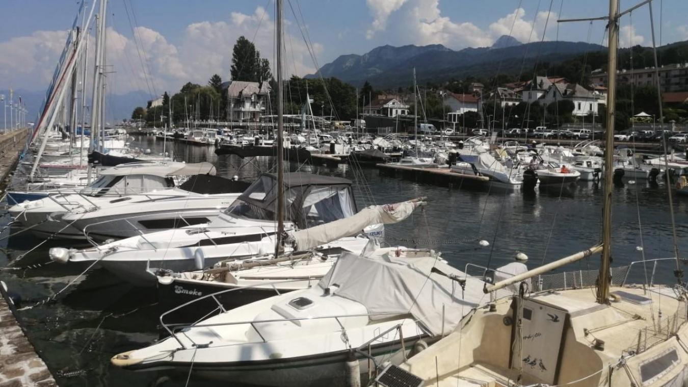C'est au port des Mouettes d'Evian qu'un bateau de touristes a pris feu.