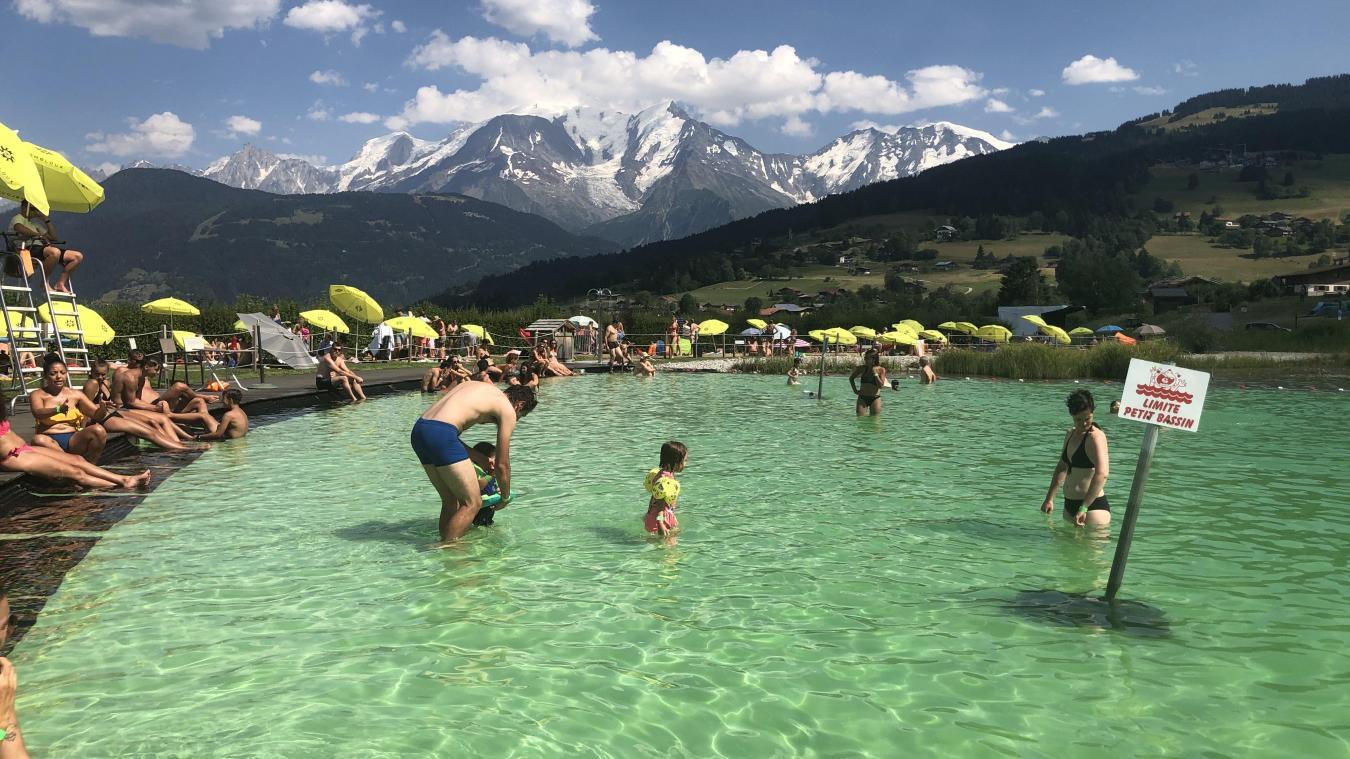 Le lac Biotope s'étend sur une superficie de 1500 m2 avec un espace pour les enfants et un espace de nage.