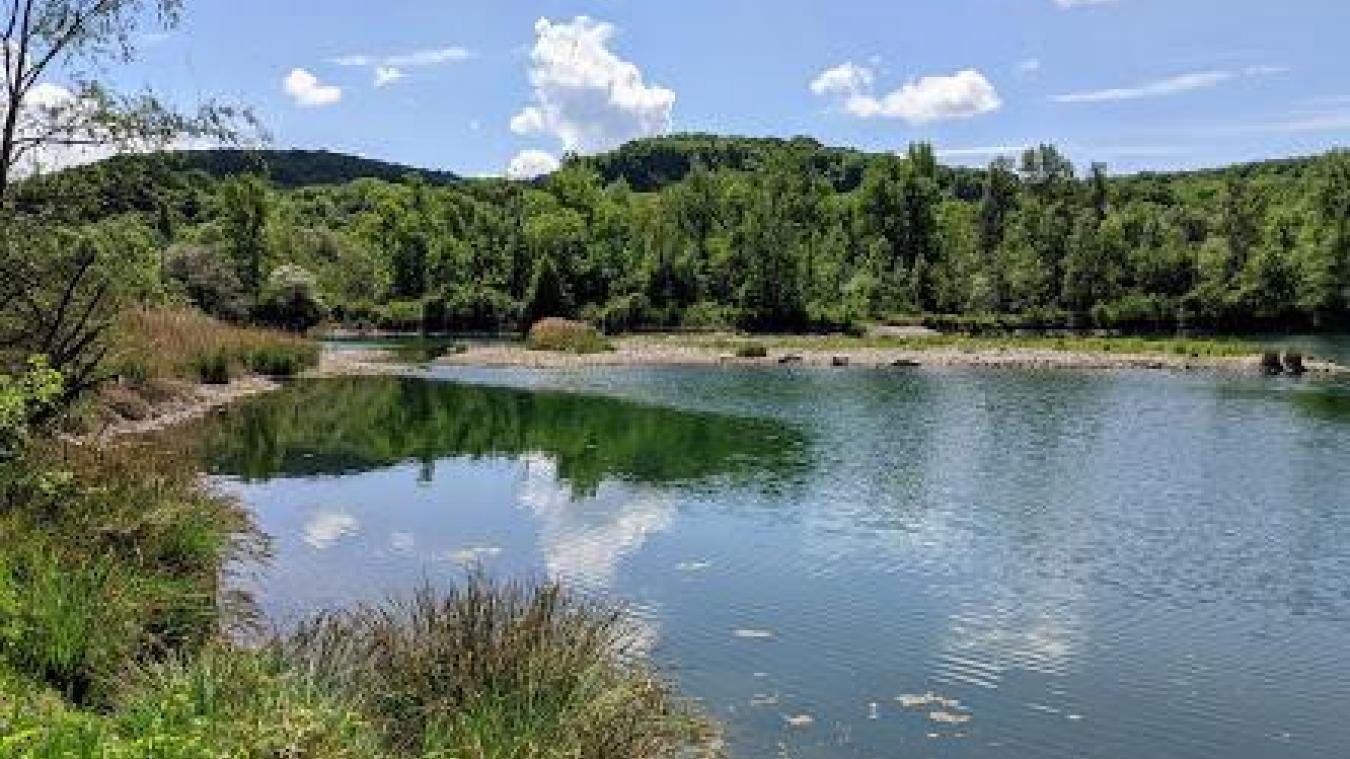 Les étangs de Pougny sont tentants, mais ils sont formellement interdits à la baignade car trop dangereux.