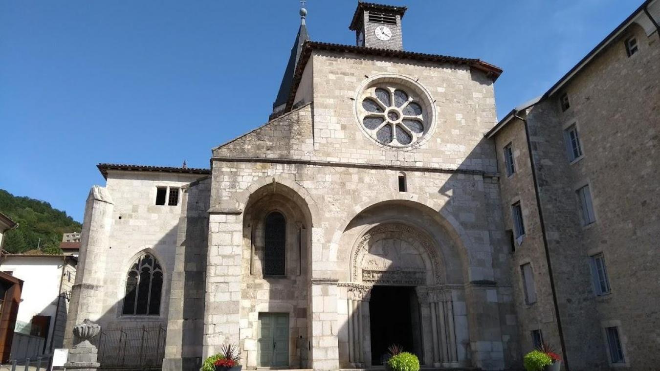 L'abbatiale Saint-Michel, où se réunissaient les Catholards pour organiser des processions.