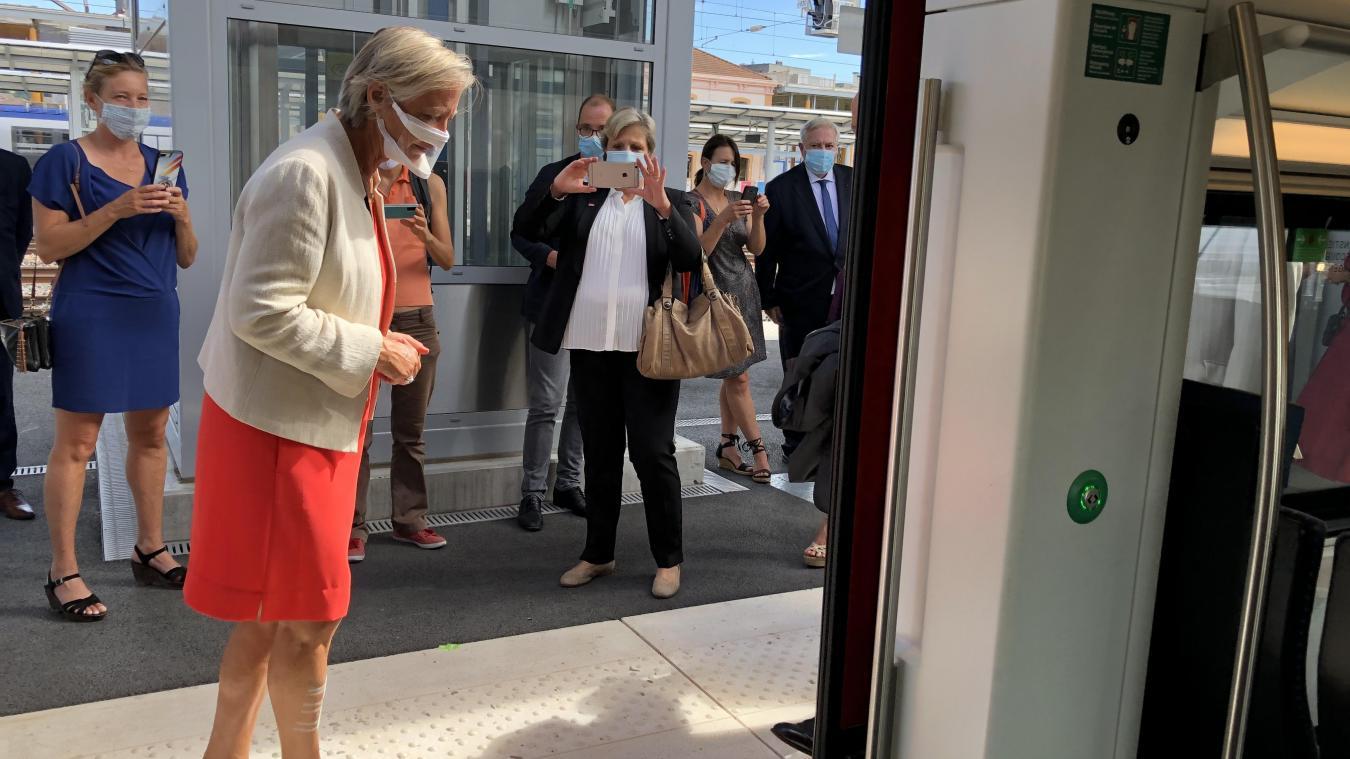 Que ce soit pour le tram ou pour le Léman Express, Sophie Cluzel a vérifié avec minutie que les transports soient accessibles à tous.