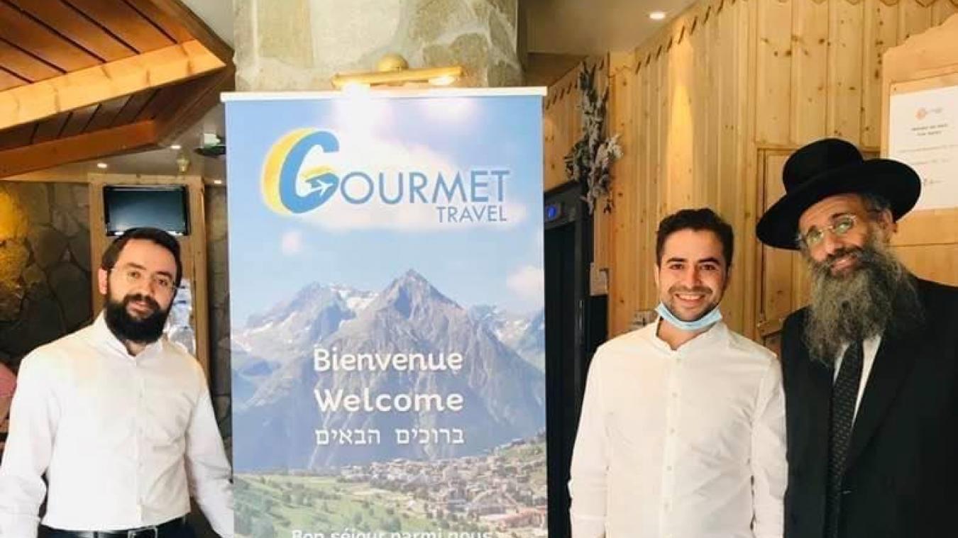 Aux Arcs, Tsouriel Germon de Gourmet Travel (au centre) organise un séjour sous la surveillance du Rav Ephraim Cremisi Chlita (à droite).