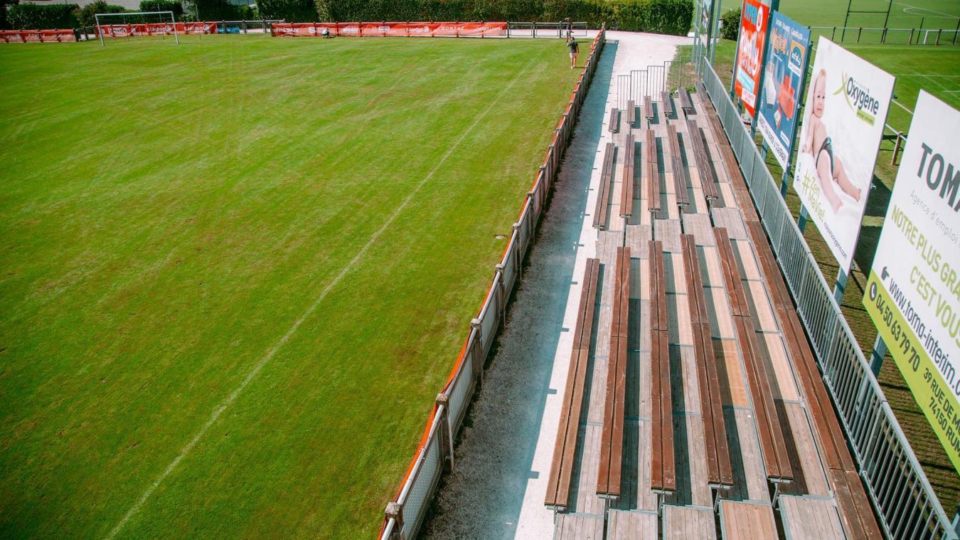 Le stade des Grangettes va passer de 600 à 1 000 places pour pouvoir accueillir les supporteurs du FC Annecy contre Le Mans, ce vendredi 21 août.
