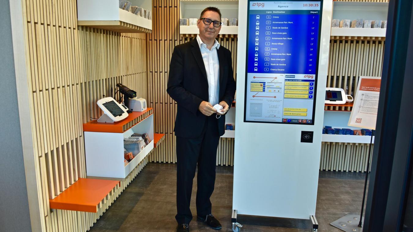 Un prototype, factice, du futur distributeur automatique de titres de transports (DATT) est installé à l'agence des TPG à Lancy-Pont-Rouge pour familiariser la clientèle. ©DRK