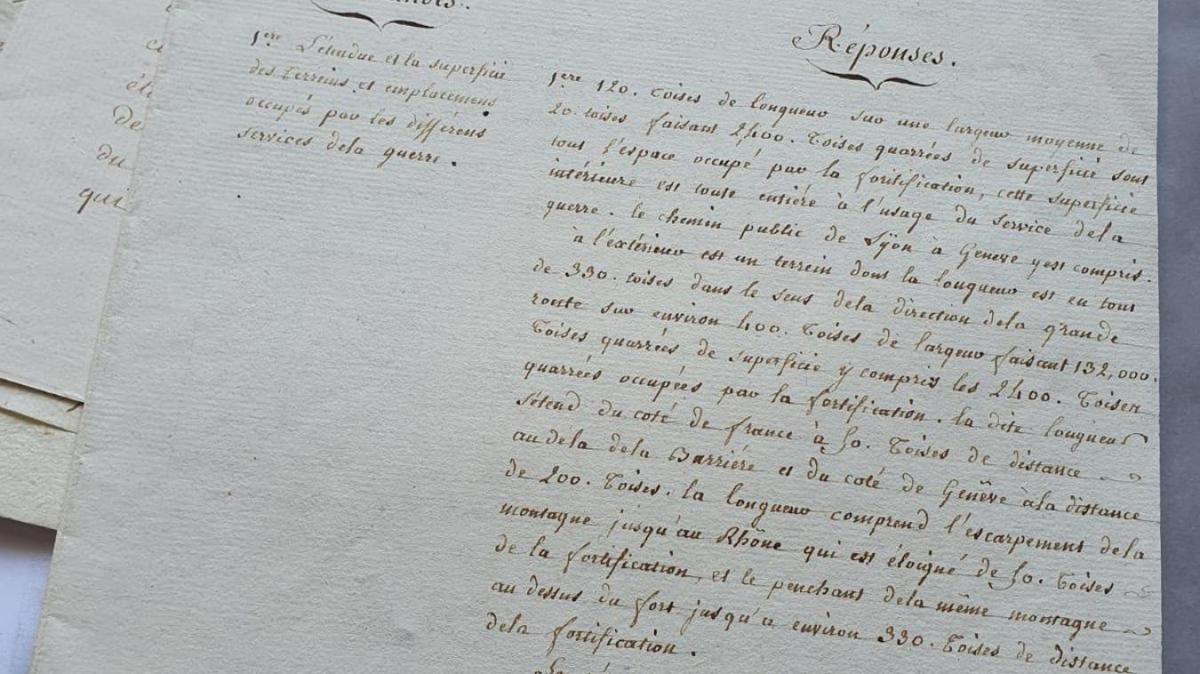 A gauche les demandes du Département de la Guerre ; à droite les descriptions de Grumet de Montpie.