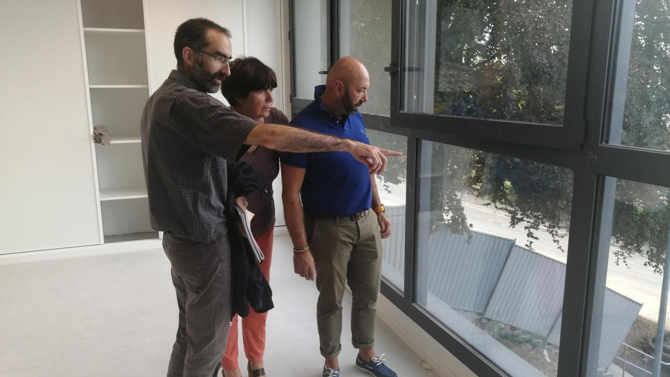 Élus et techniciens ont visité le chantier d'extension de l'école de la Détanche avant la rentrée.