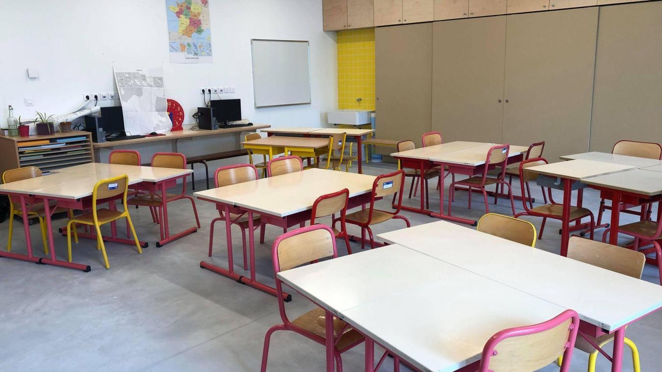 La plupart des salles de classe du groupe scolaire Nelson-Mandela sont disposées en îlots de travail.