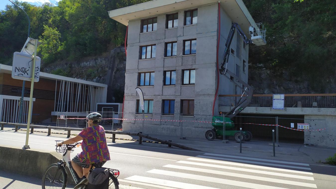 La résidence dispose de 4 logements pour les salariés de l'usine de production d'eau située à proximité.