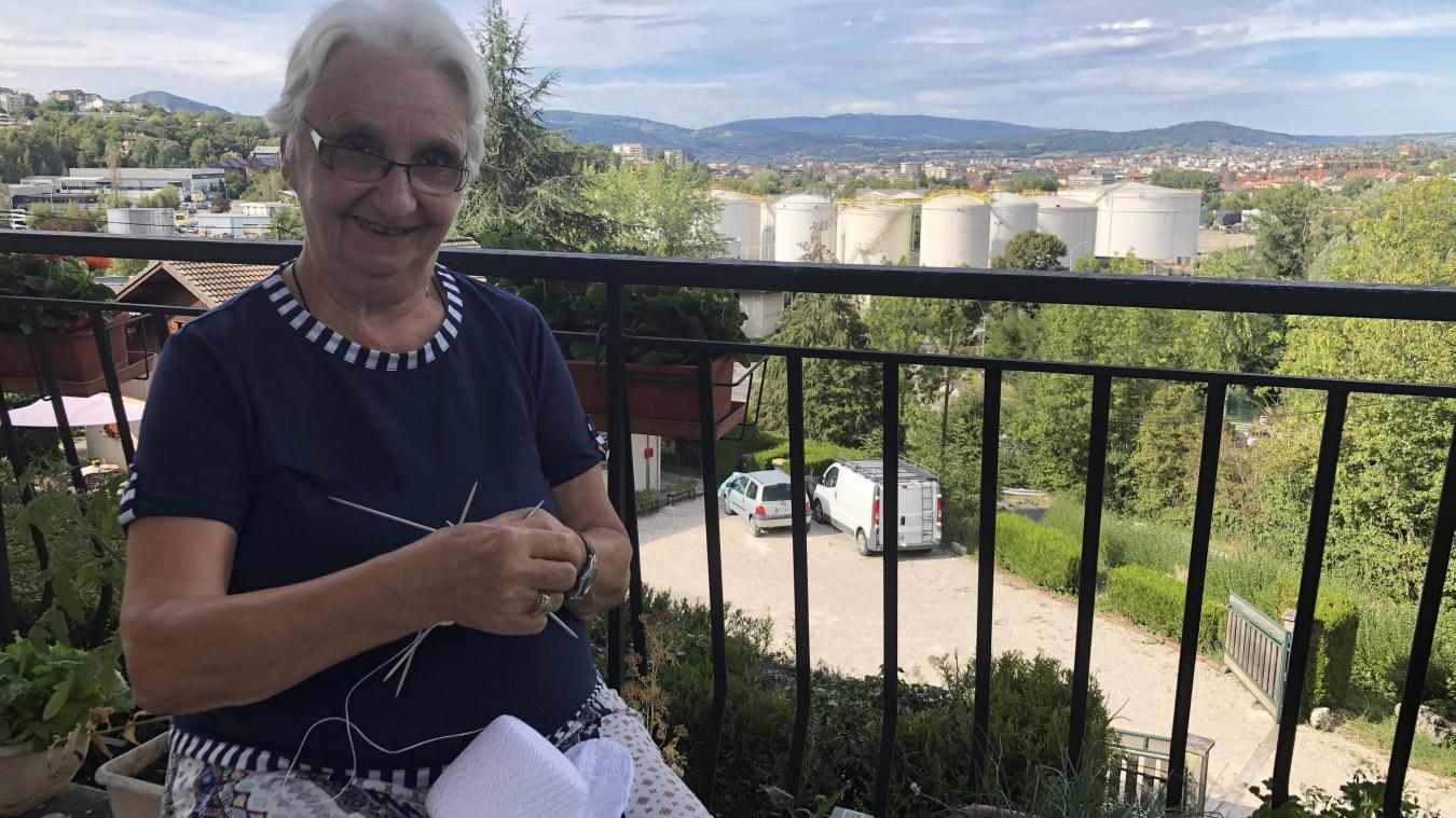 Marie-Aimée Barat, l'un des cofondatrices du groupe folklorique Lo P'Tious Jean de Vovray et l'une des âmes du village de Vovray, vit à deux pas des cuves du dépôt pétrolier.