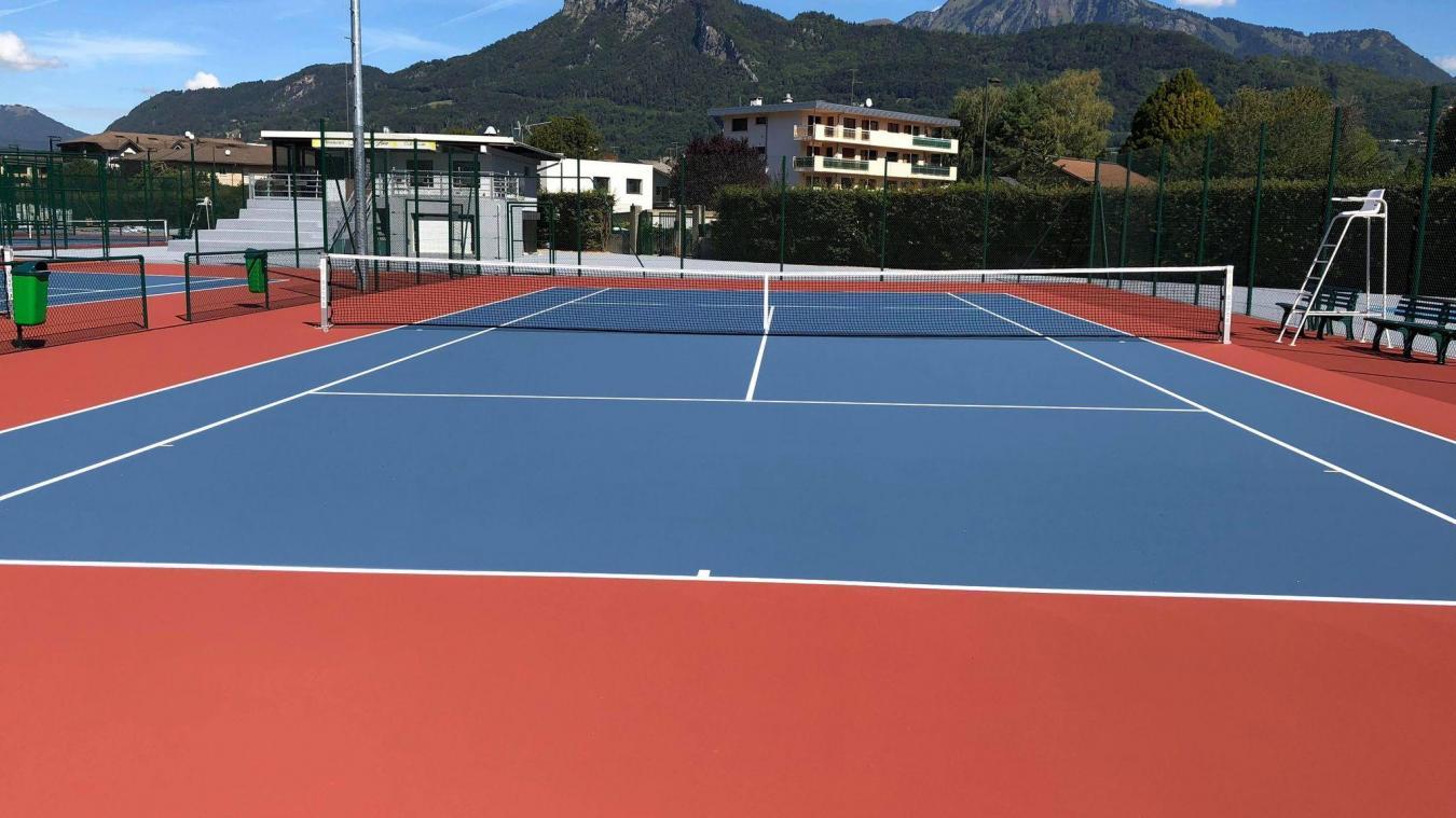 Les nouveaux courts, en résine synthétique, offriront une qualité de jeu supérieure et plus de sécurité.