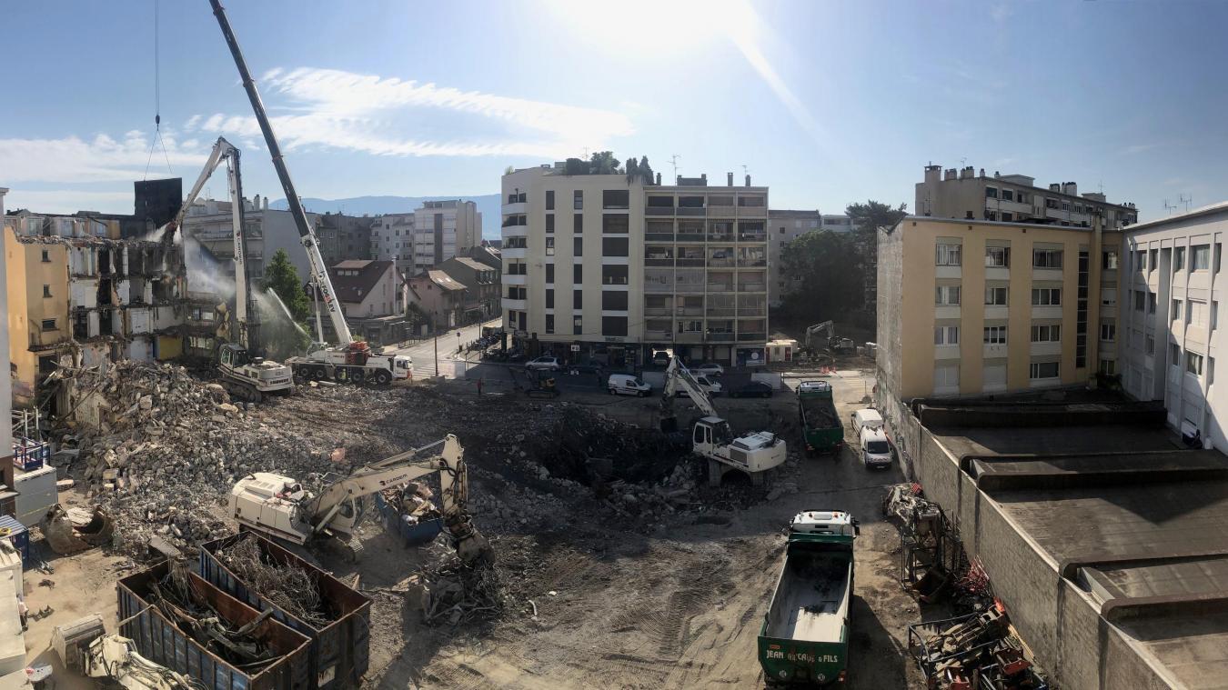 Après une lente agonie, l'ancienne clinique de Savoie à Annemasse, fermée depuis 2012, a été démolie durant le mois d'août. Un chantier impressionnant.