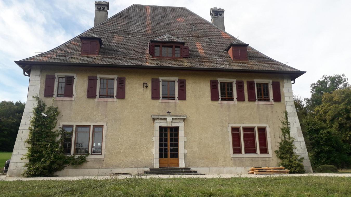 Le domaine de Rovorée abrite la Chataignière, une ancienne résidence de villégiature.