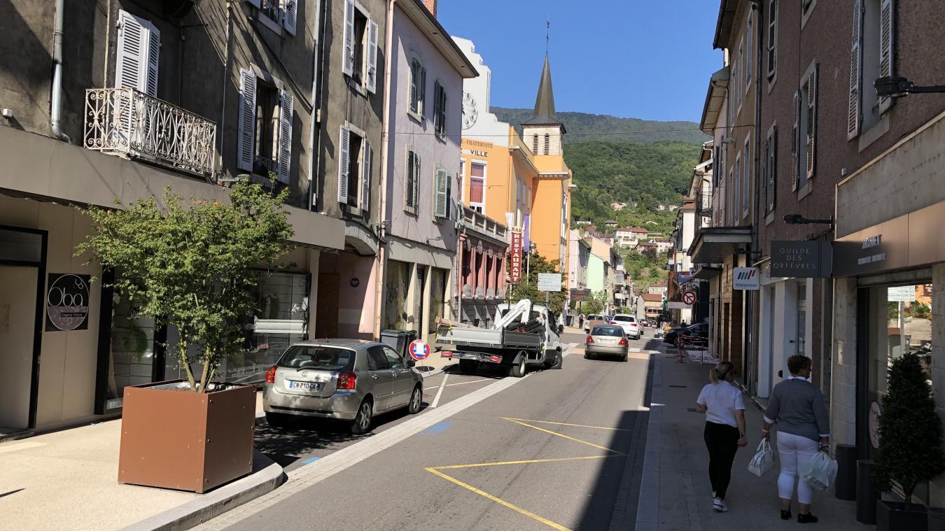 La mairie a prévu d'investir 100 000 € pour soutenir les commerçants et artisans locaux.