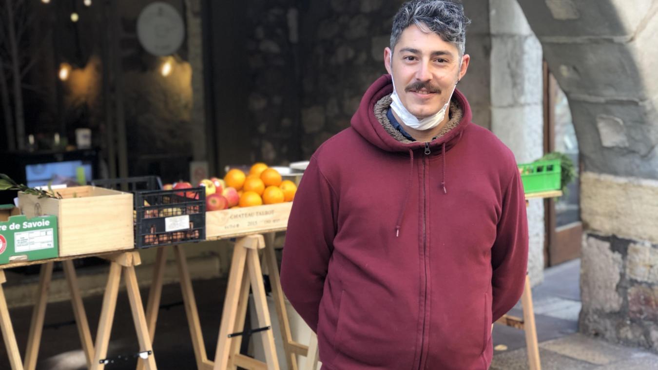 François Stefanaggi, co-gérant du restaurant Vinistrot, a engagé mardi 8 septembre 2020 un référé liberté devant le tribunal administratif de Grenoble contre les arrêtés rendant le port du masque obligatoire à Annecy et en Haute-Savoie.