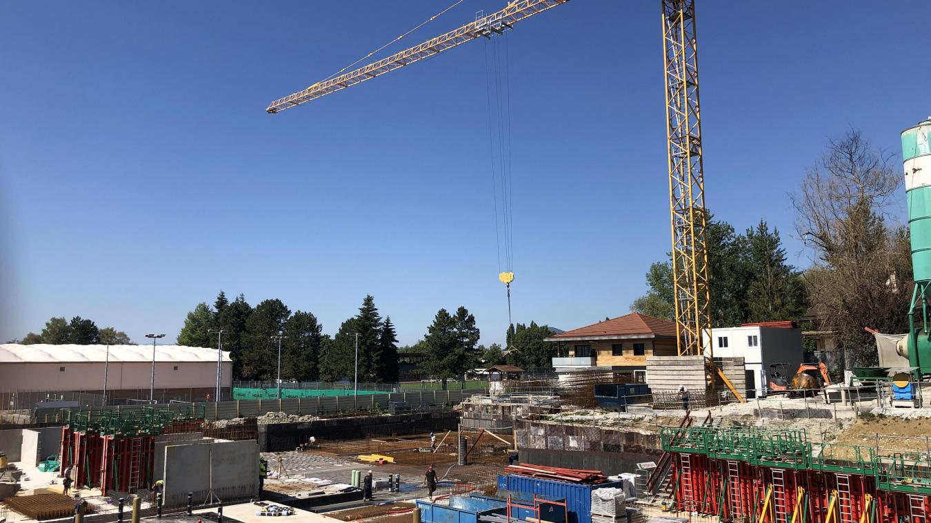 Sur la plupart des chantiers du bassin annécien (ici Annecy-le-Vieux), l'enjeu consiste aujourd'hui a rattraper le retard pris.