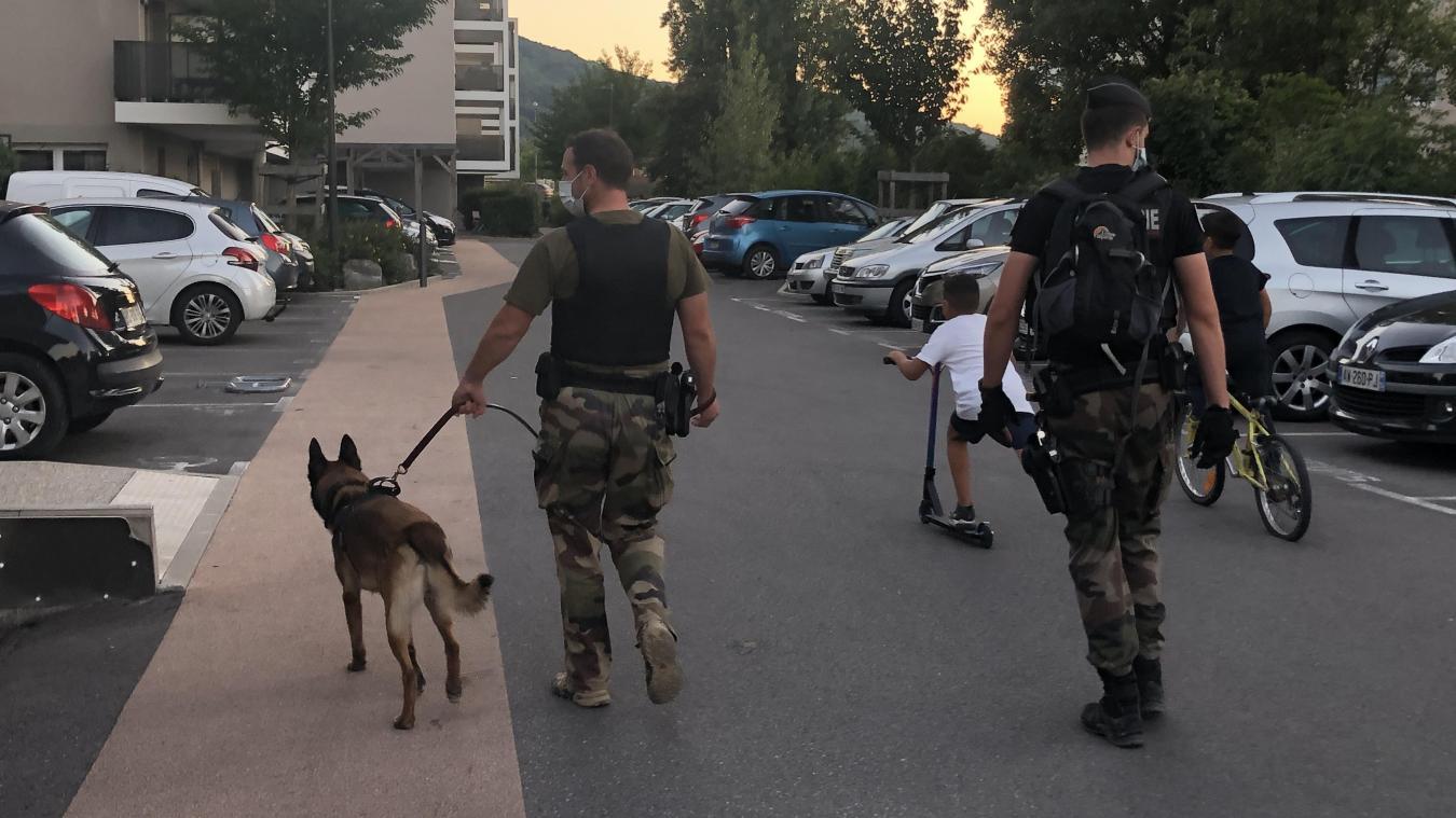 Les gendarmes ont contrôlé plusieurs identité dans le quartier des Grands Crêts, à Sciez.