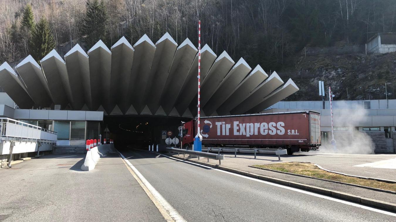 En juin 2019, au passage du tunnel du Mont-Blanc, les douanes ont découvert dans sa voiture plus de 21 000 livres sterling et 2 450 euros.