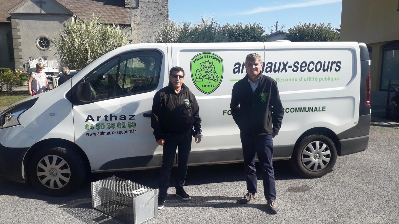 Saadi Saidat, agent animalier et Alain Torrano, directeur d'Animaux-Secours.