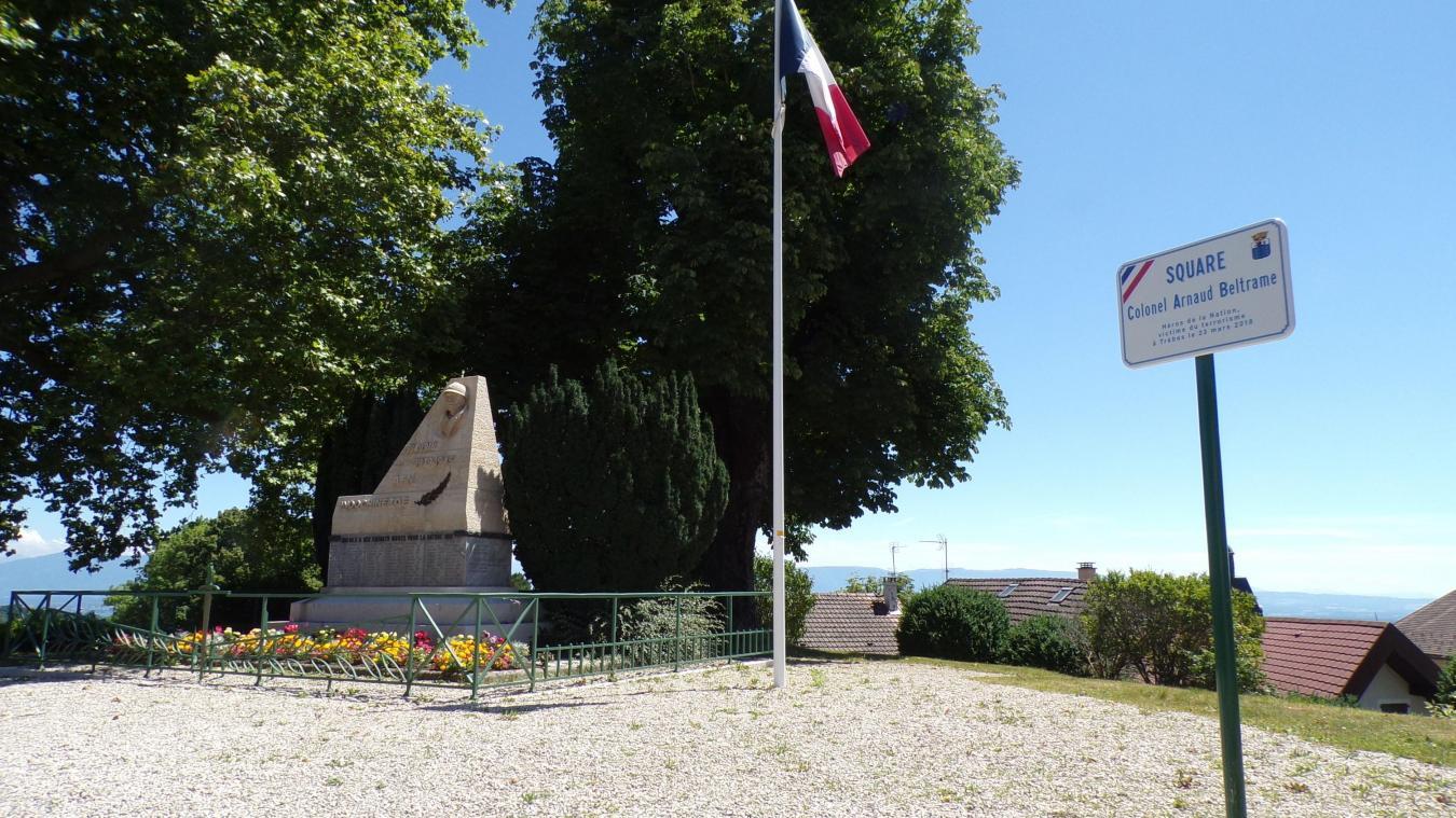 Récemment, le square avait été renommé à la mémoire du colonel Arnaud Beltrame.