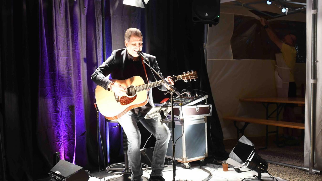 Eric Hostettler s'est produit dernièrement chez les Brasseurs du Dragon, à Chêne-en-Semine.