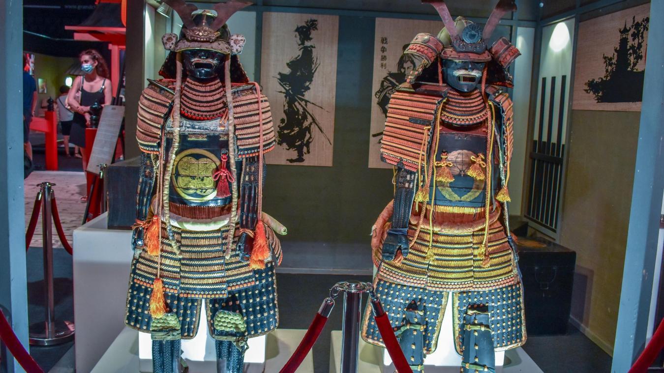 Les célèbres armures de samouraïs font forte impression.