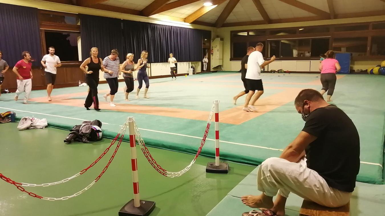 Au dojo du gymnase Anna-de-Noailles, il faut se désinfecter les pieds avant d'entrer sur le tatami.
