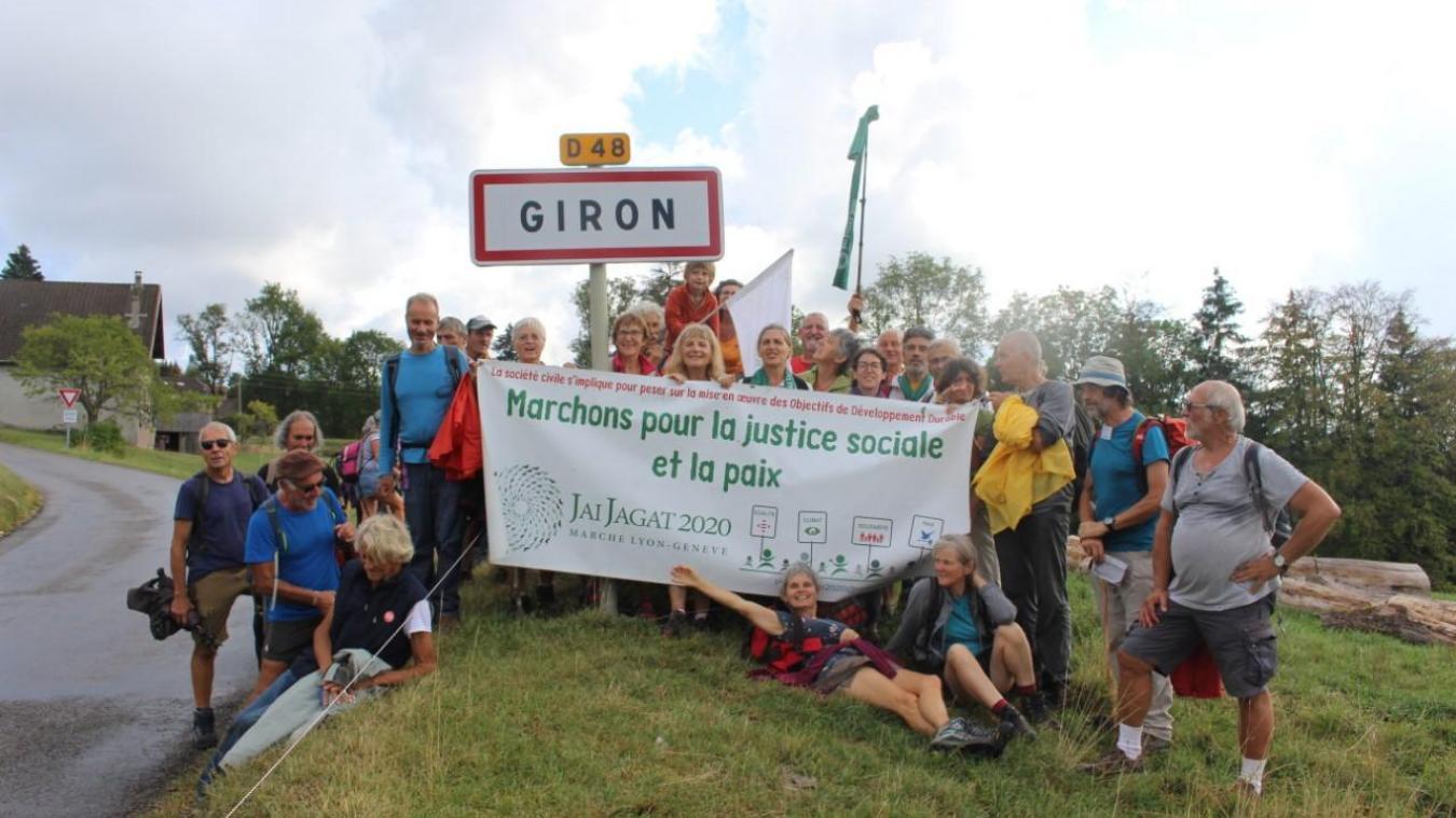 Au cours des quinze jours de marche, une centaine de participants se relaient sur le parcours entre Lyon et Genève (Crédit photos : Laurence Redortier)