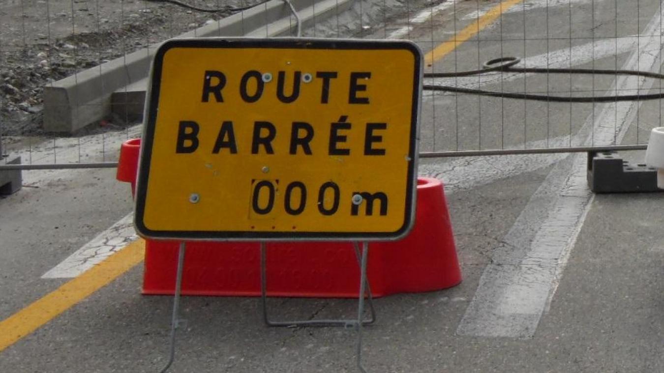 La route départementale 32 a été fermée à la circulation jusqu'à nouvel ordre.