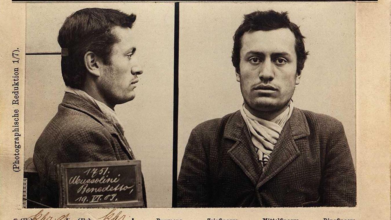 Photos d'identité de la police bernoise prises en juin 1903, alors que le jeune Mussolini a été arrêté pour « incitation à la grève ».