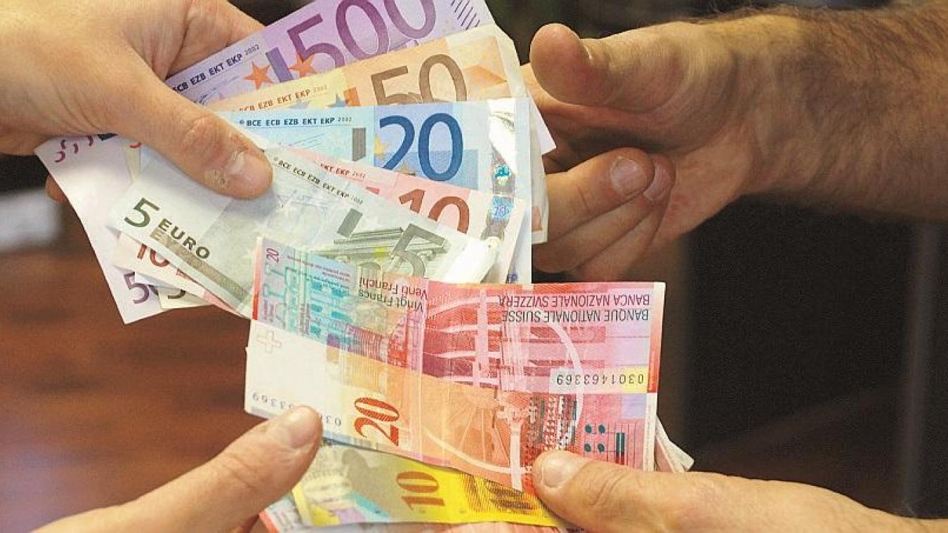 A Genève, le salaire minimum sera dorénavant de 4086 francs suisses, soit un peu moins de 3 800 euros par mois, pour 41 heures de travail hebdomadaire.