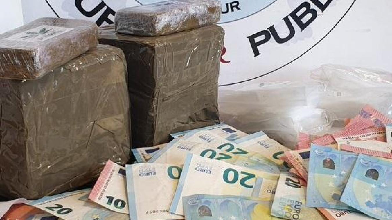 2,5 kilos de résine de cannabis et 2500 euros ont été saisis par la police d'Annecy.