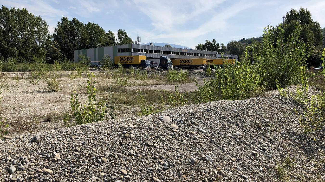 Open Sky, qui sera construit au 482 avenue des Alpes (photo), est un « vestige de la démesure du  monde d'avant », selon FNE 74.