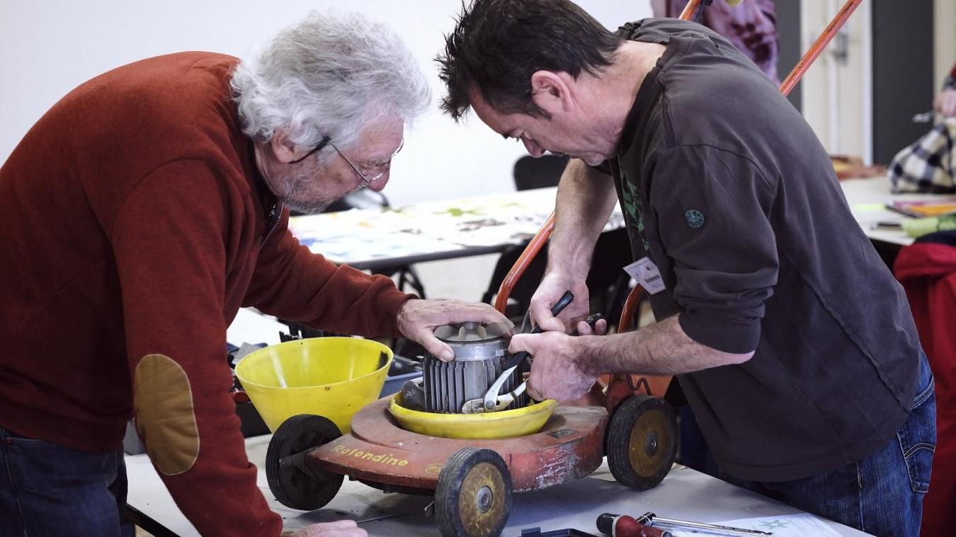 Durant toute la journée, des experts bénévoles seront présents pour vous aider à réparer vos objets usagés.